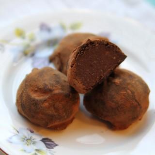 Chocolate Rum Balls (gluten-free + vegan)