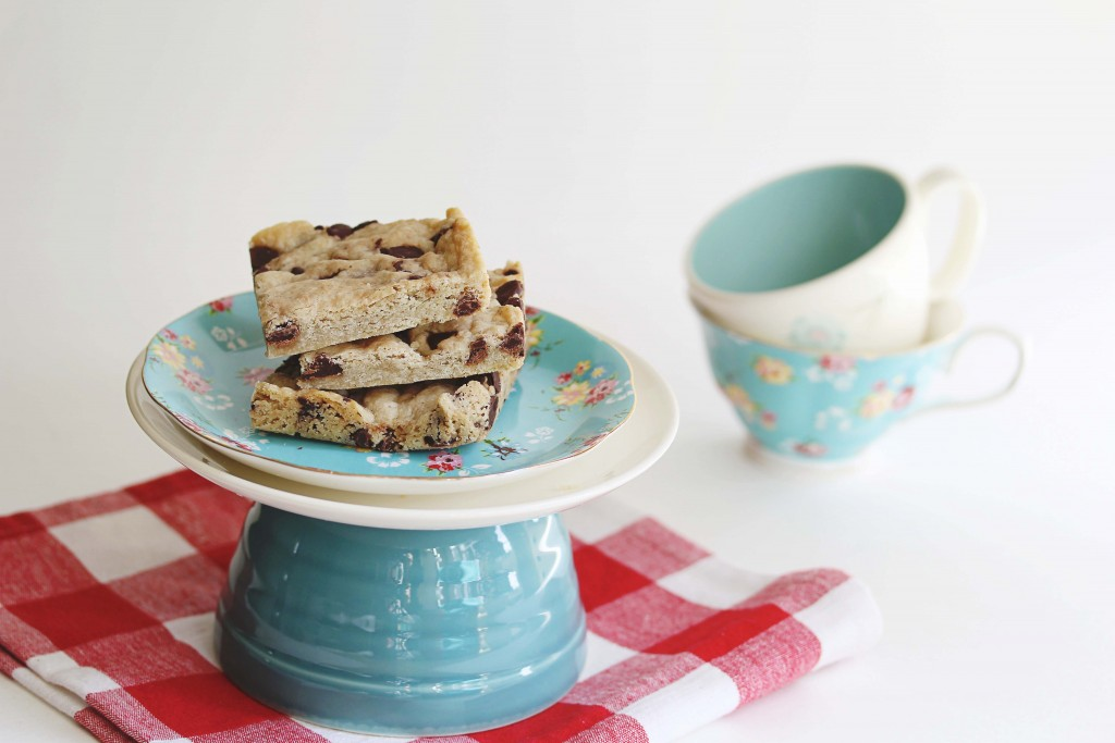 Gluten-Free Vegan Chocolate Chip Shortbread Bars | juliesoriginal.com
