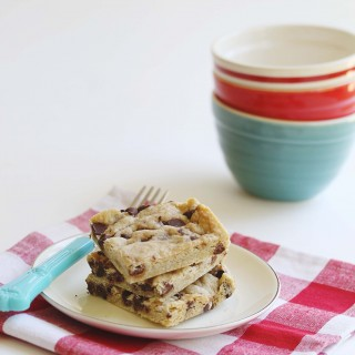 Gluten-Free + Vegan Chocolate Chip Shortbread Bars | juliesoriginal.com
