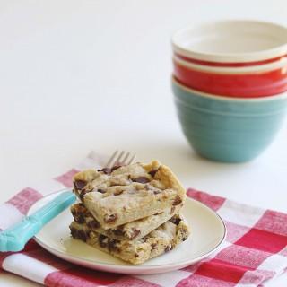 Gluten-Free + Vegan Chocolate Chip Shortbread Bars | juliesoriginal.com